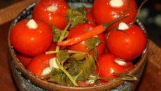 Вкуснейшие рецепты маринованных помидоров с чесноком